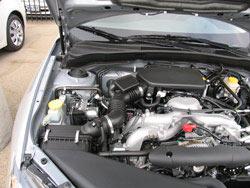 La mayoría de las cajas de los filtros de aire de Subaru están en la parte frontal del compartimiento del motor por lo que reemplazar el filtro de aire es muy fácil de hacer sin herramientas especiales