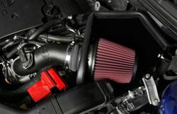 Gran parte del aumento del rendimiento se puede atribuir al filtro de aire cónico de gran tamaño.