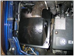 Foto del motor con la Caja de Aire de Rendimiento 57S-4900 instalada
