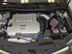 La toma de aire K&N instalada en un 2012 Toyota Camry 3,5 l.